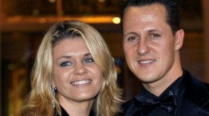 OBJAVLJENE PRVE SLIKE, NEPOKRETAN, SJEDI UMOTAN U BRAON ĆEBE: Evo gdje se trenutno nalazi Michael Schumacher