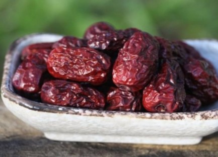 RIJETKI OVO ZNAJU – EVO ZAŠTO SE POST PREKIDA HURMAMA: U čemu je tajna ovog najzdravijeg voća na svijetu